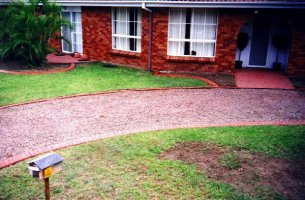 A great looking driveway with EuroStyle edges.